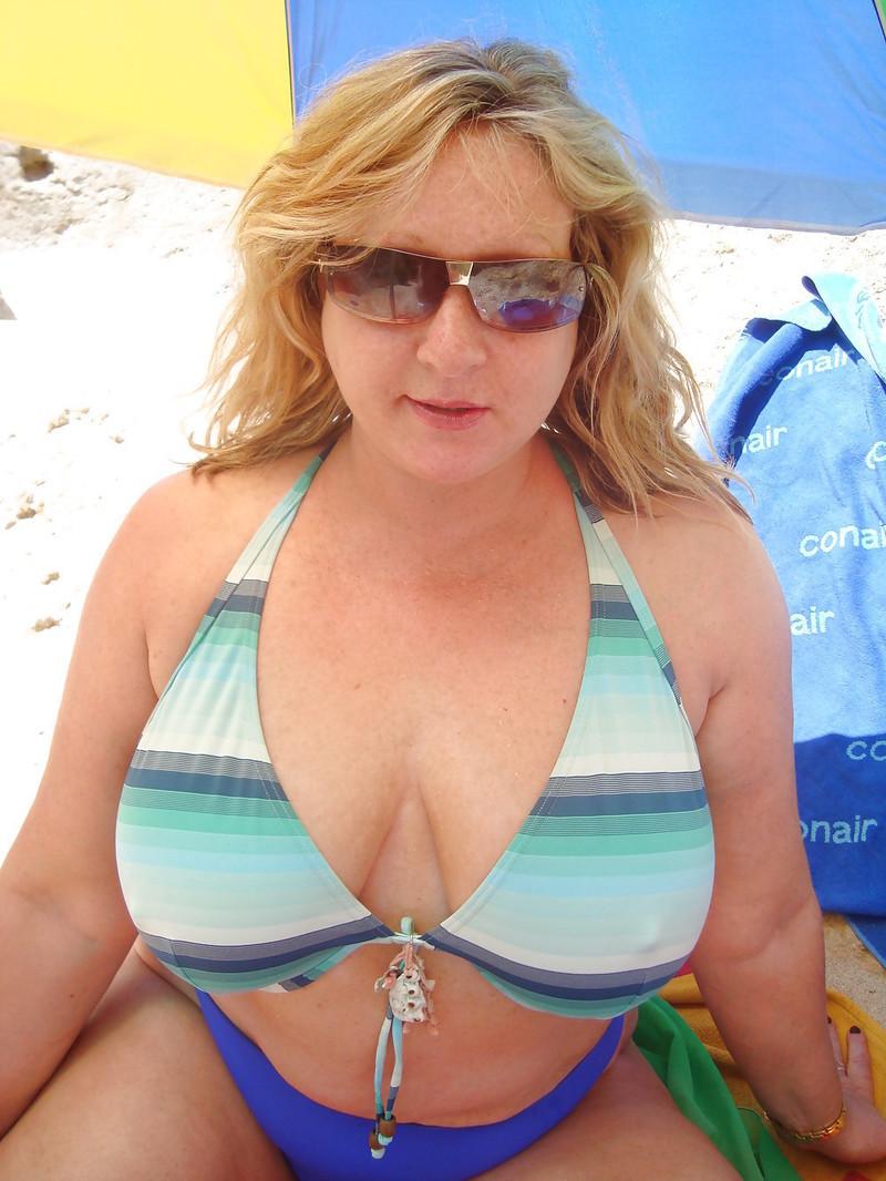 Brunette amateur nude lesbians