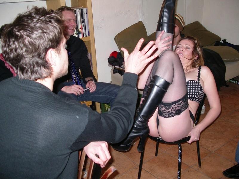 пьяная ба показывает стриптиз видео она знает