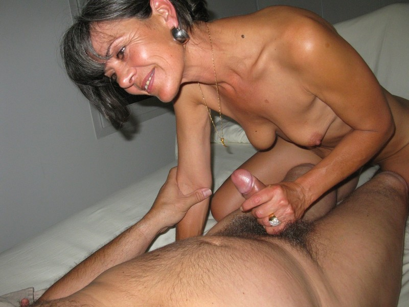 Amateurturnout threesome with mature wife