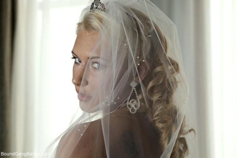 Трахнул свою невесту с друзьями 27 фотография