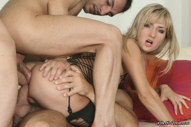 Фото группового секса два члена в одну дырку 17 фотография