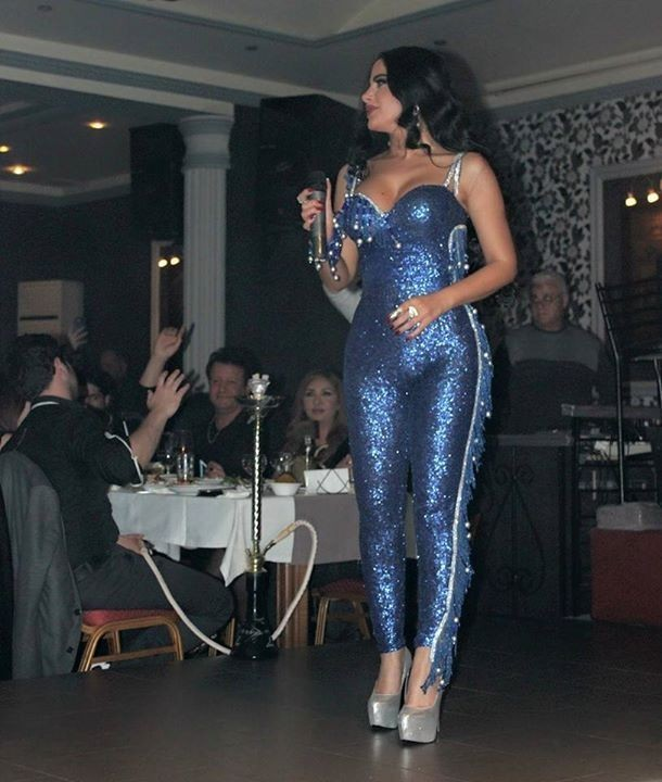 Красивая арабская певица в сексуальных платьях » От легкой ...: http://erogirls18.com/photo/60376-krasivaya-arabskaya-pevica-v-seksualnyh-platyah.html