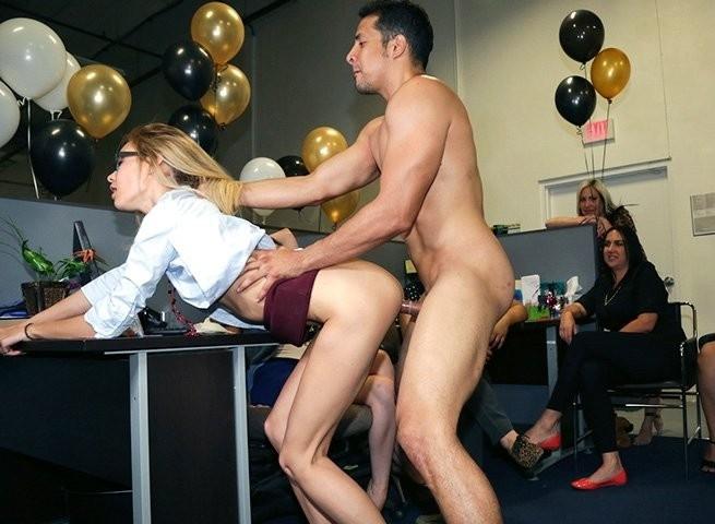 Секс вечеринка на работе