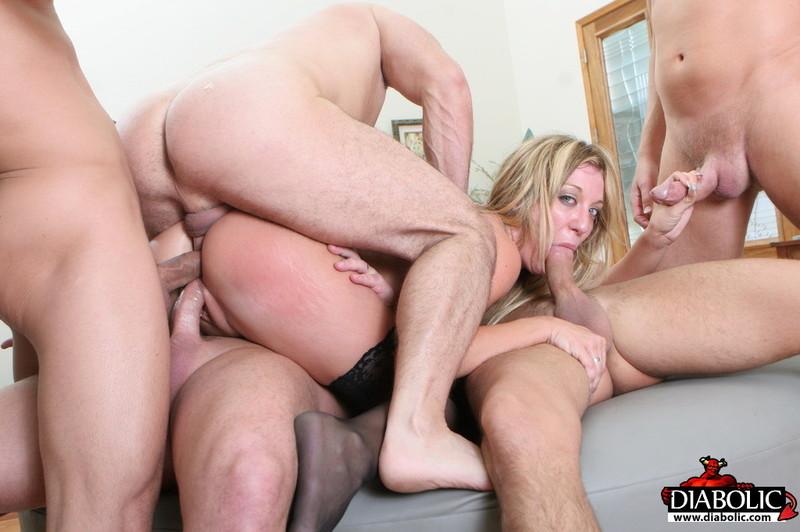 Порно 3 В Одну Щель
