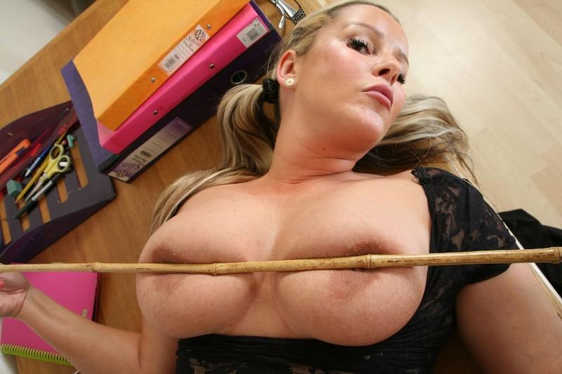 Уже учительница на уроке голая некоторым интересом