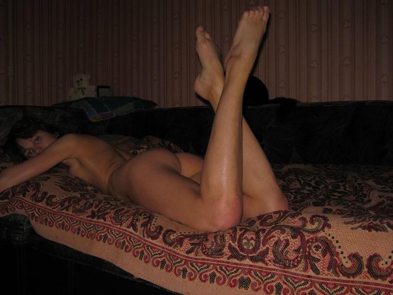 Стройная молодая брюнетка хочет жаркого секса онлайн 17 фотография
