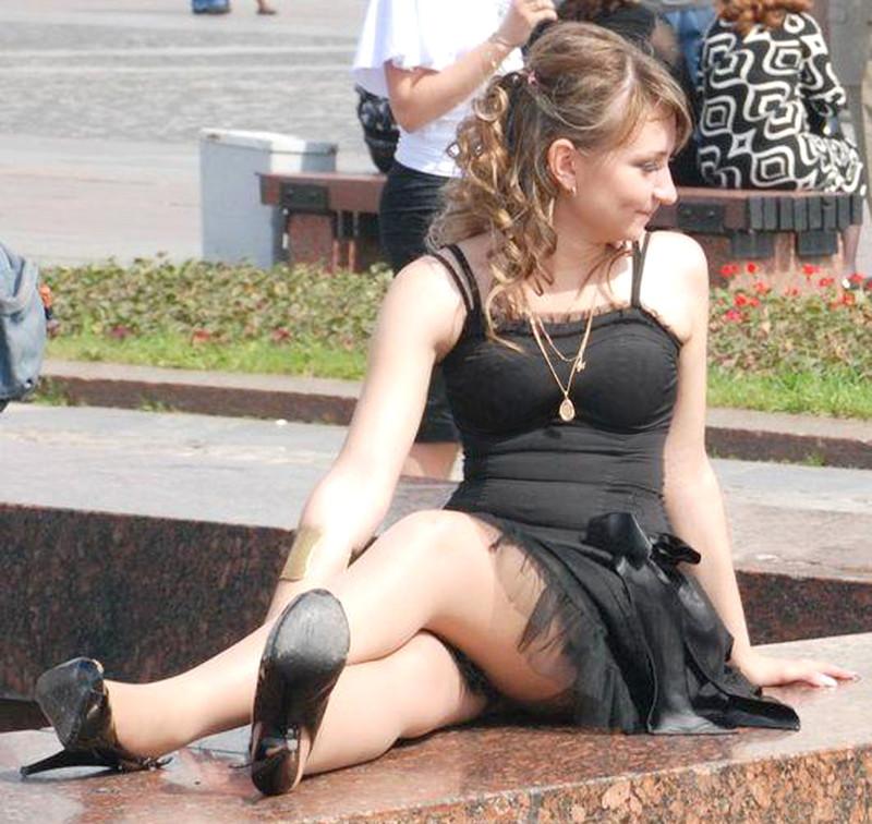 Интимные фото русских под юбкой