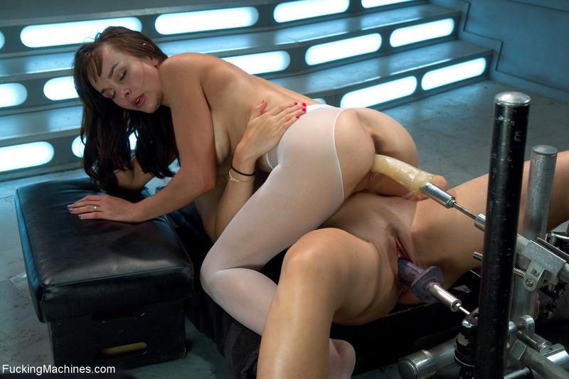 Секс Машина Трахает Шлюх