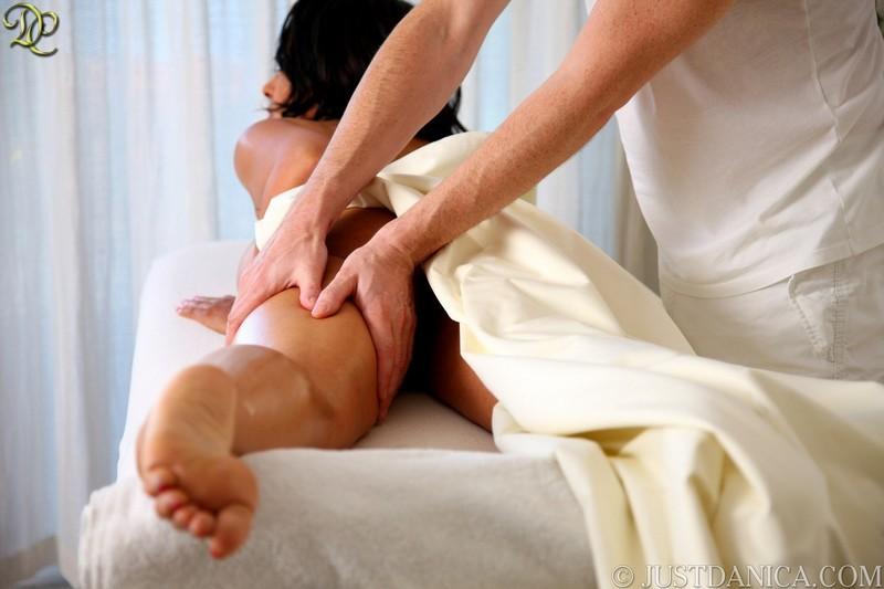 krasiviy-nezhniy-eroticheskiy-massazh