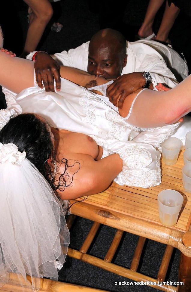 видео невесты отрываются на свадьбе круто эротично на публике там будет