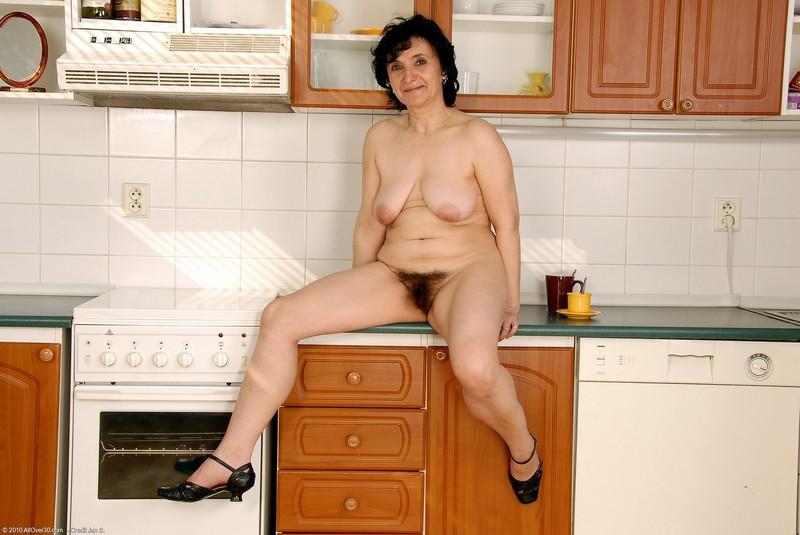 Домохозяйка разделась