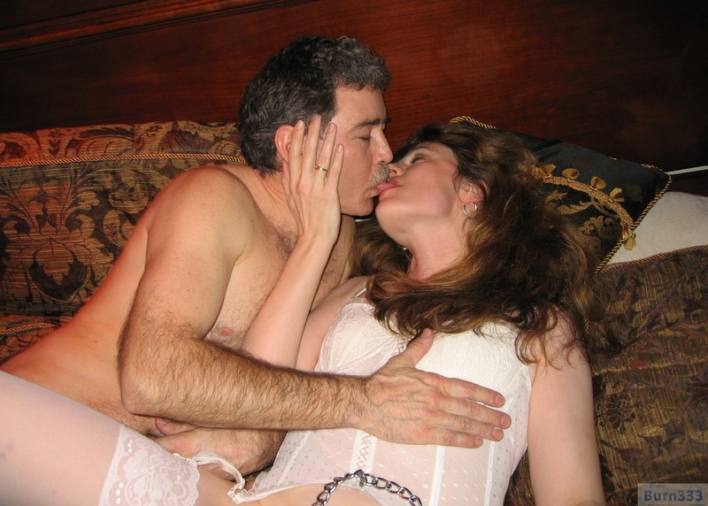 Смотреть когда семейная пара приглашает девушку для секса 4 фотография