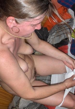 Фото мама меняет прокладку я ее ебу