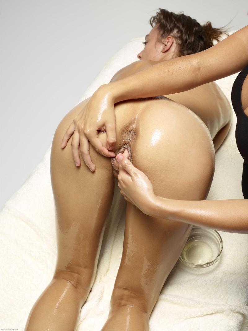 Смотреть онлайн эротический масаж лезбиянок 16 фотография