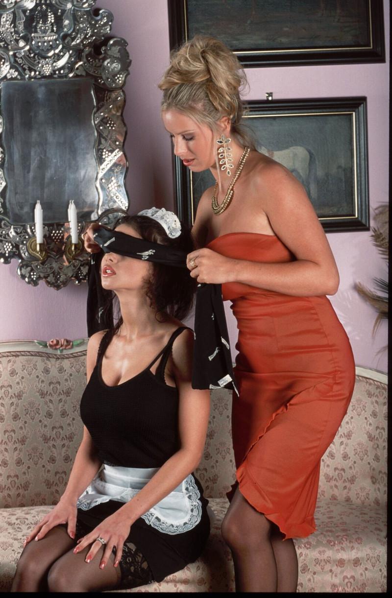 Хозяика и горничная порно 3 фотография