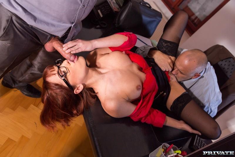Смотреть видео красивая секретарша делает минет фото 738-451
