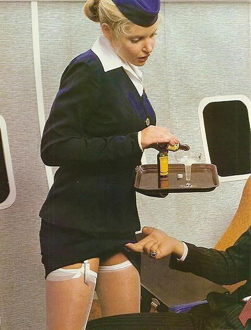 Трахнул стюардессу в полете 5 фотография