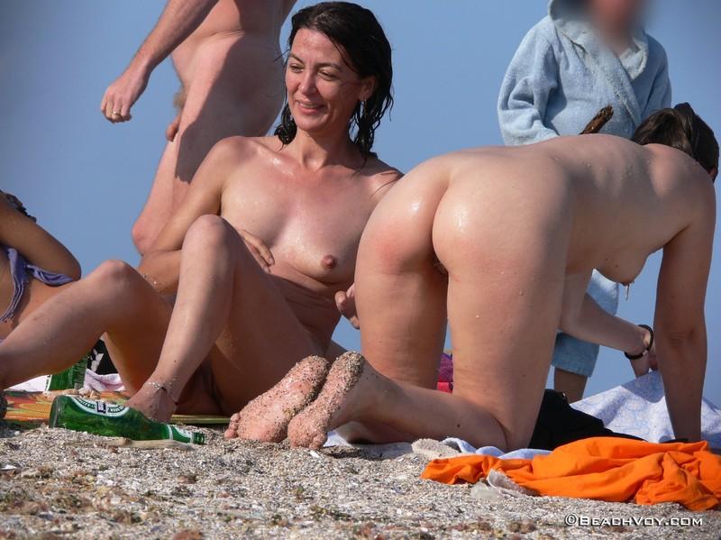 Стоит член на пляже фото 25 фотография