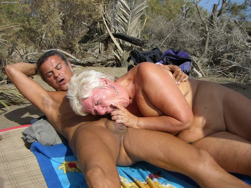 делят пожилую даму на пляже дивайн