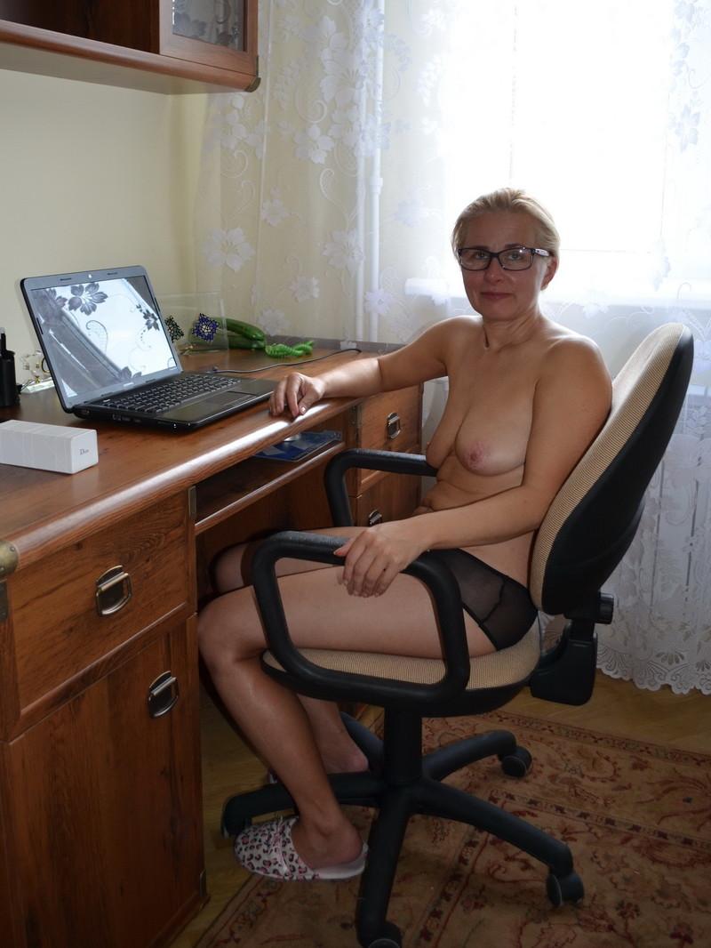 Муж занимается виртуальным сексом по скайпу