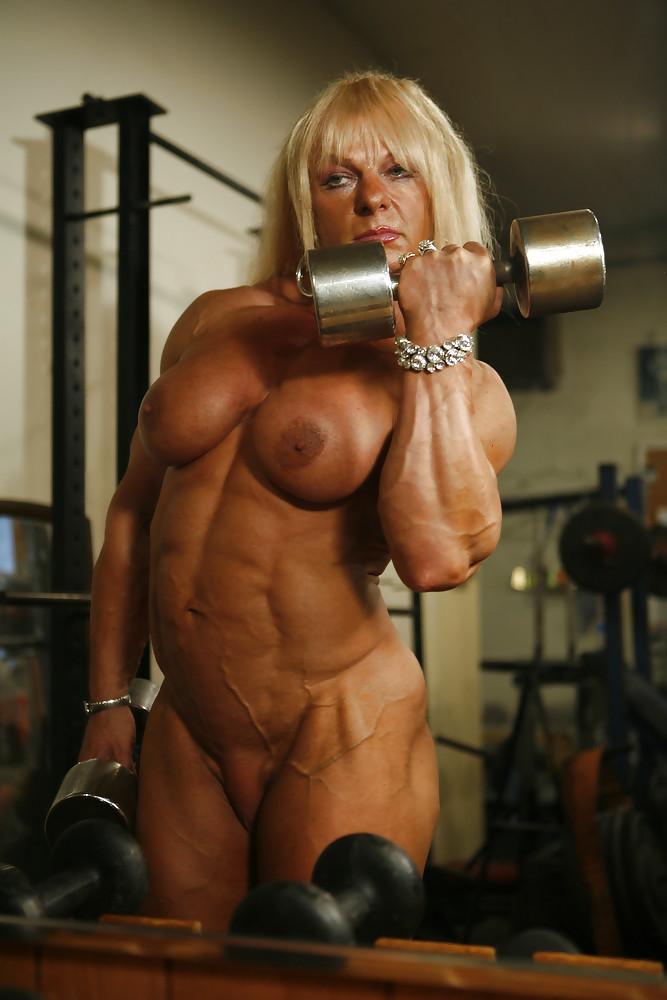 голих женщин занимаютса спортам