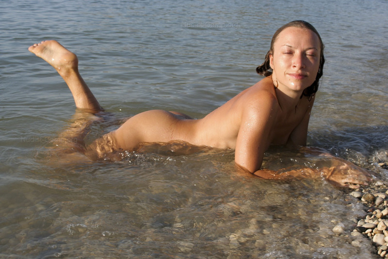Девушки на нудистком пляже 56 фото  Нудистки