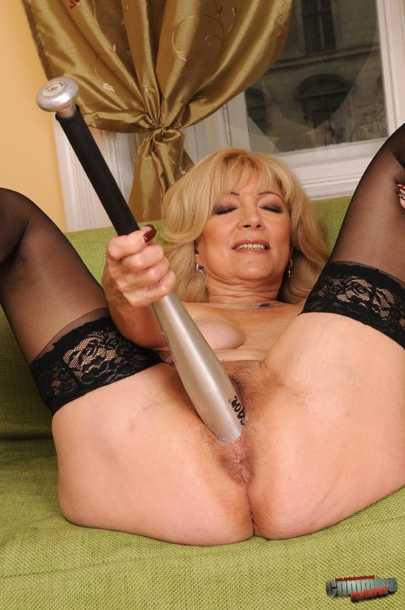 Бабушек порно фистынг
