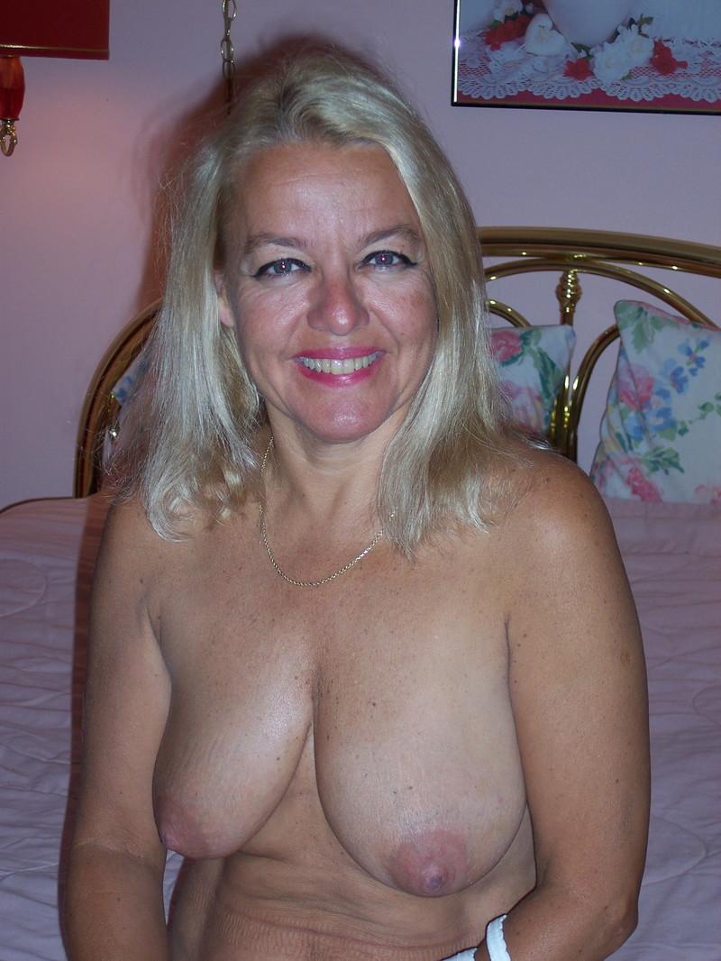 Давалки  голые девушки и зрелые женщины давалки на фото