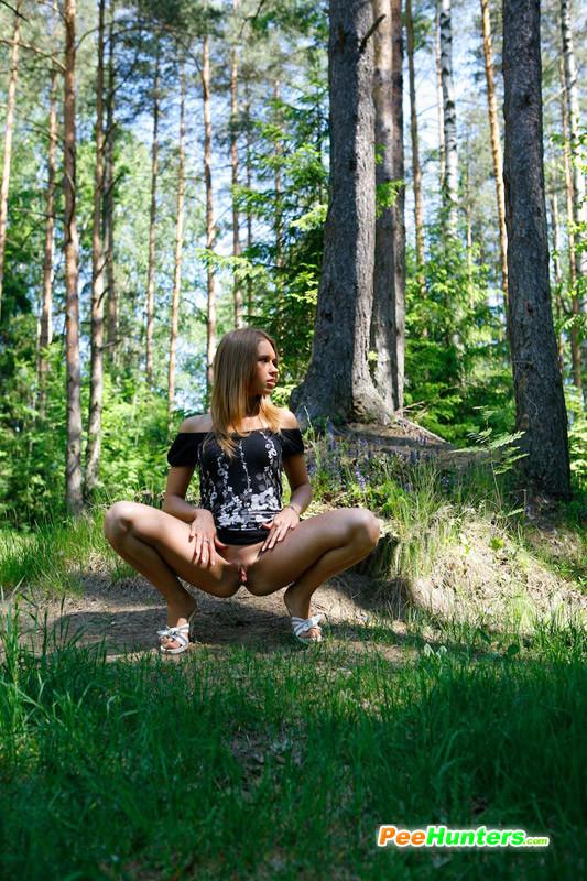 Трусиков в лесу без