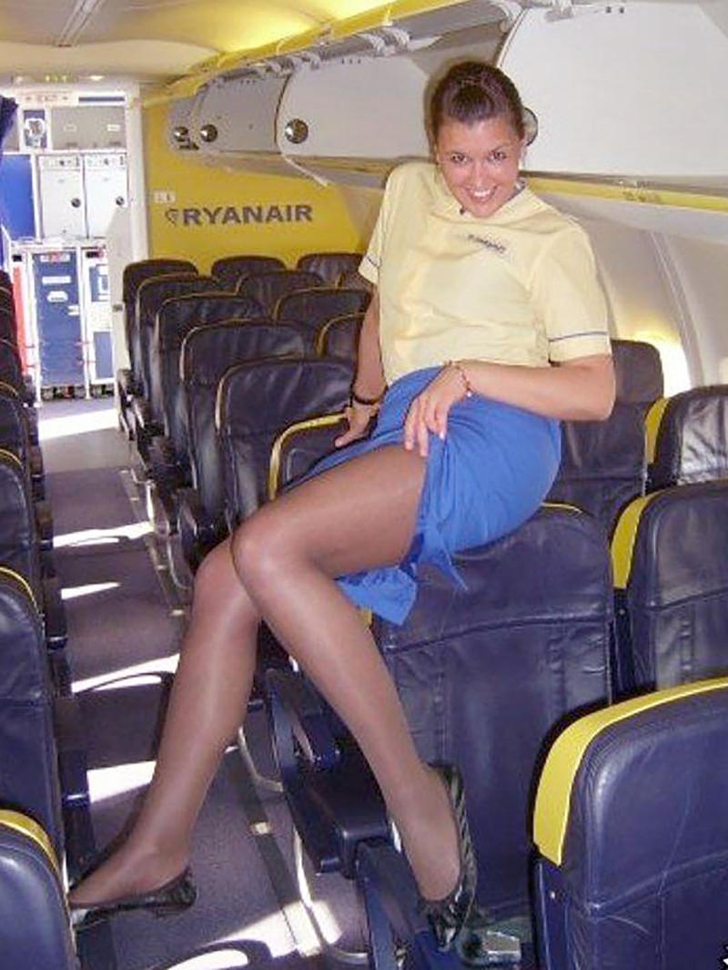 У стюардессы под юбкой онлайн 1 фотография