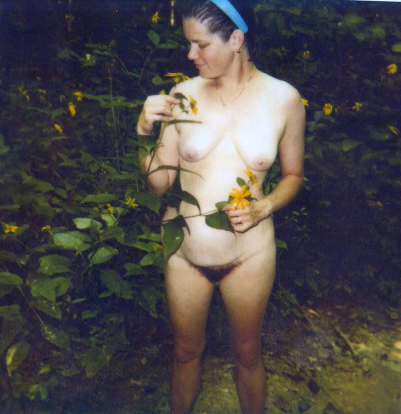 Фото жены голой в лесу 27 фотография
