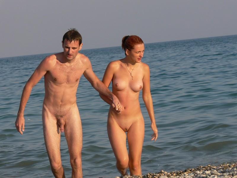 мужики с огромными членами на диком пляже