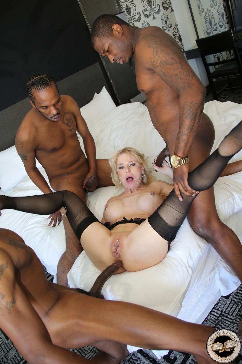 Порно фото анал белого с негритянкой