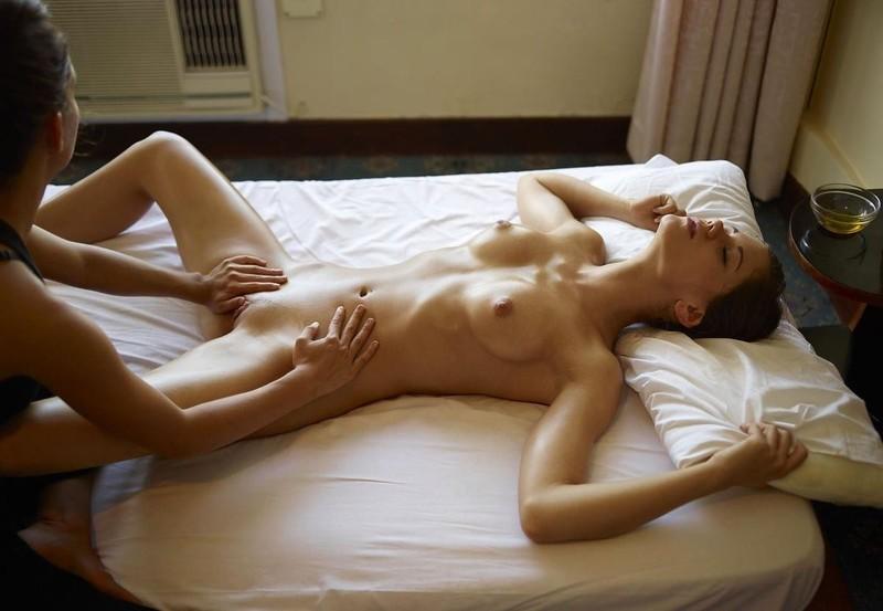 Смотреть бесплатно массаж лесбиянок 20 фотография
