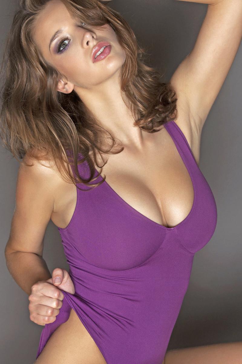 Трахает женщину с большой натуральной грудью 26 фотография