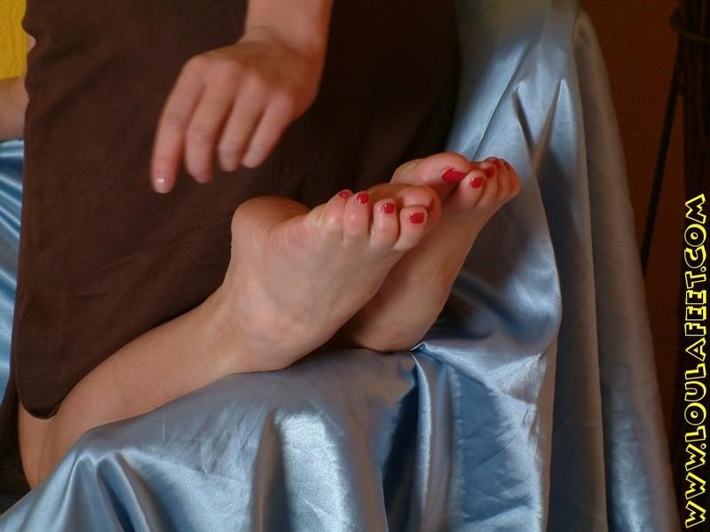 целует пальцы ног онлайн