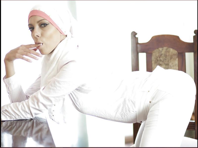 golih-musulmanok-v-hidzhabe