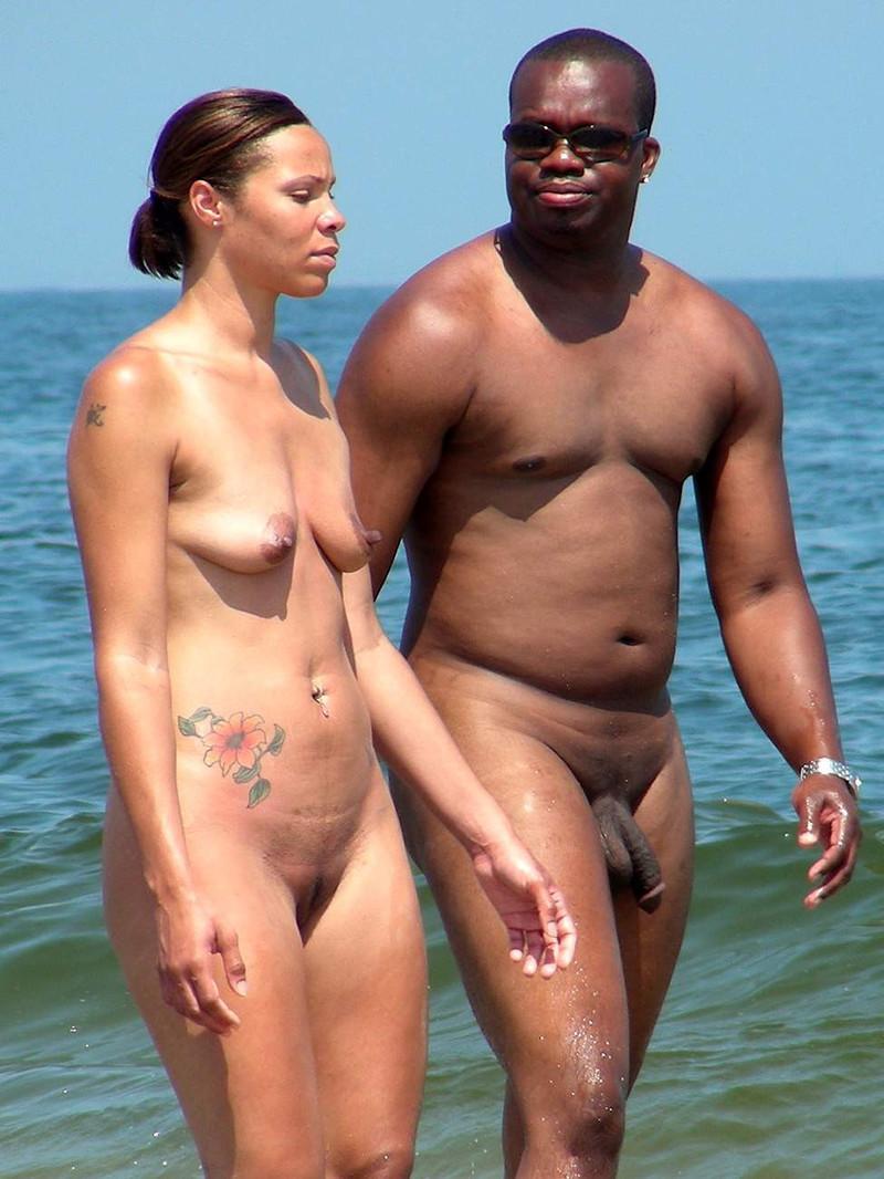 мужчины с большими хуями на пляже