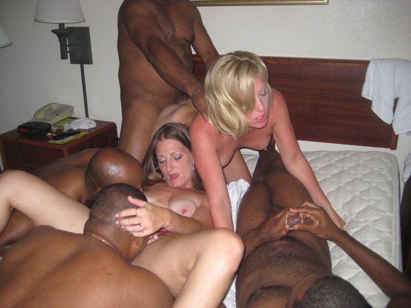 Смотреть порно gangbang wife 8 фотография