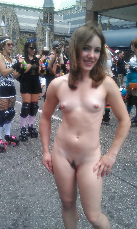 Фото девушка без одежды на улице