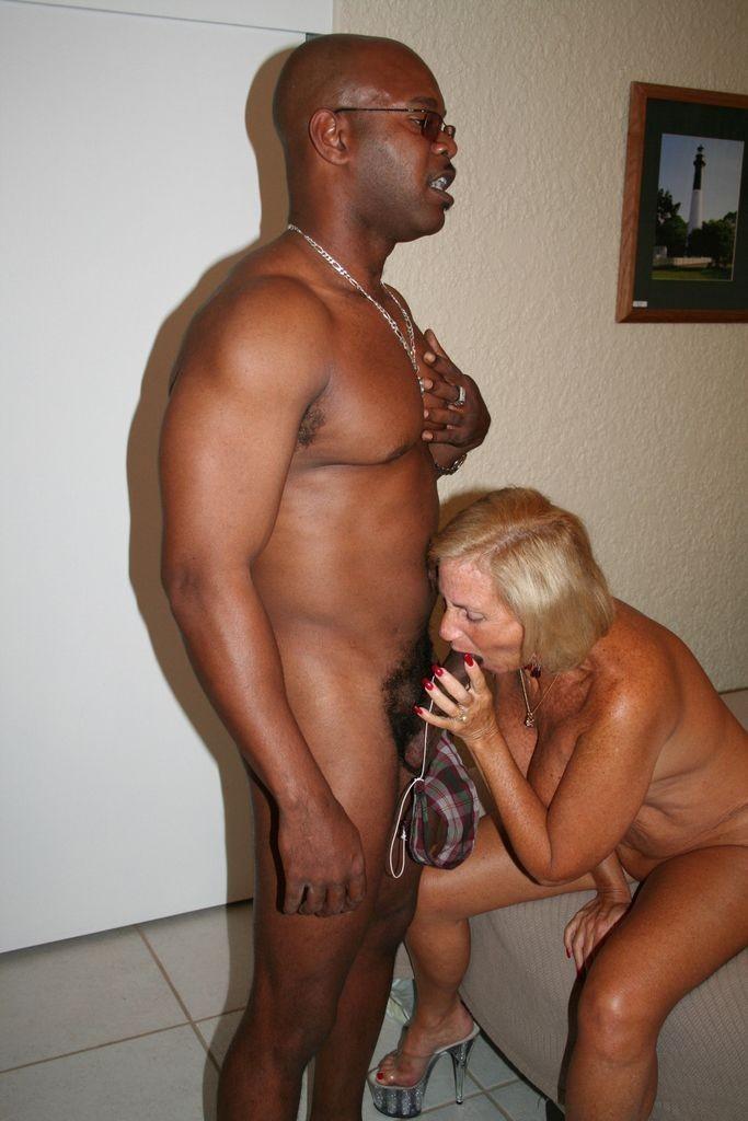 negrityanki-starushki-v-porno