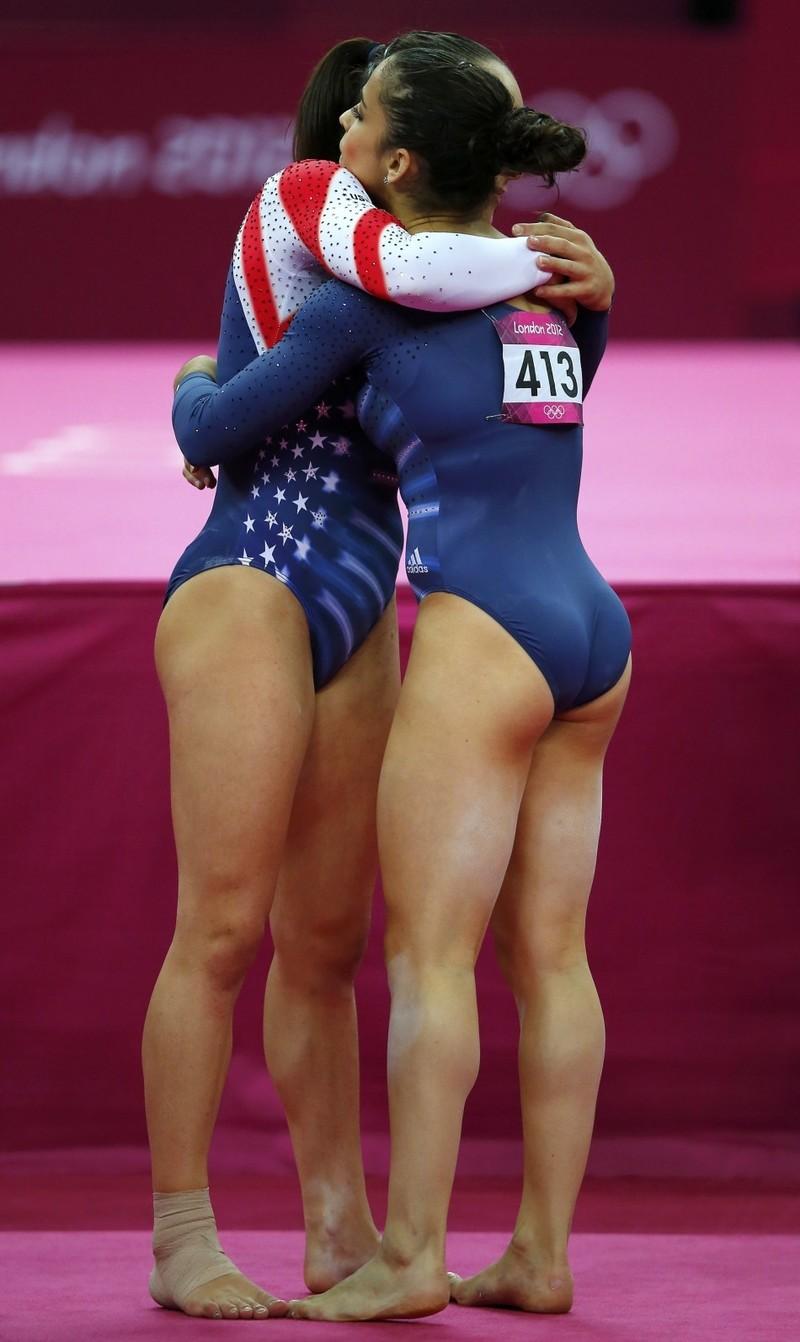 круглые спортивные попки девушек фото