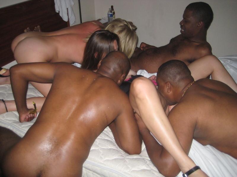 Проститутки ублажают мужчин 5 фотография
