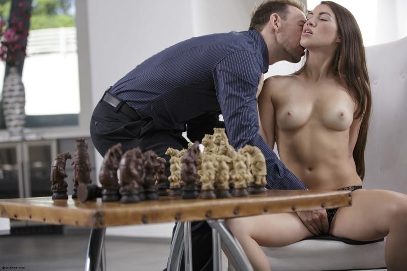Проиграла в шахматы порно 3 фотография