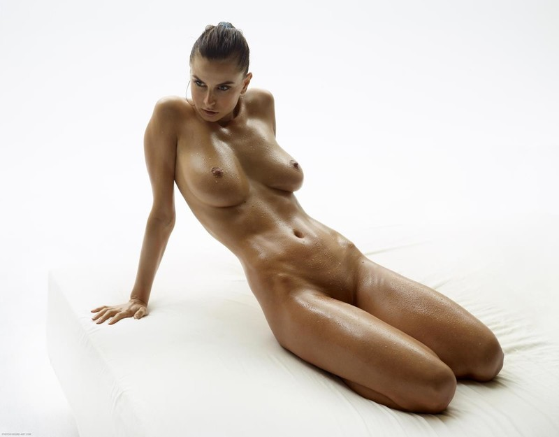 Torso Of Beautiful Nude Woman With Wet Body Royalty Thefappeningblog 1