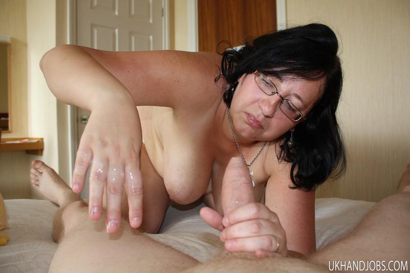Смотреть жена мастурбирует перед мужем 22 фотография