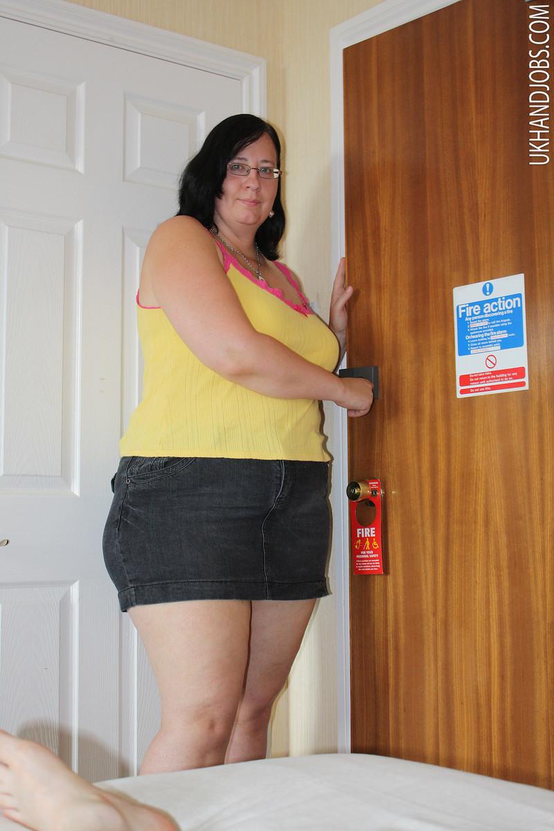 Толстая жена дрочит мужу 18 фотография