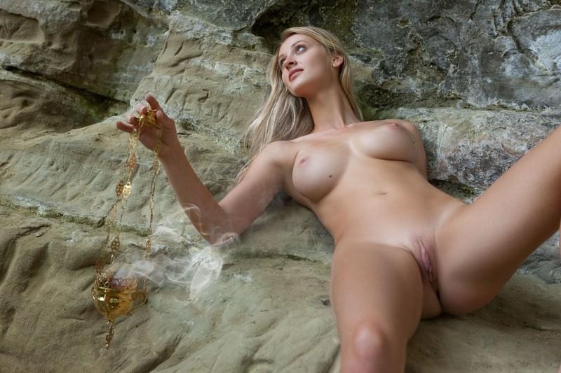 Блондинки в стиле ню