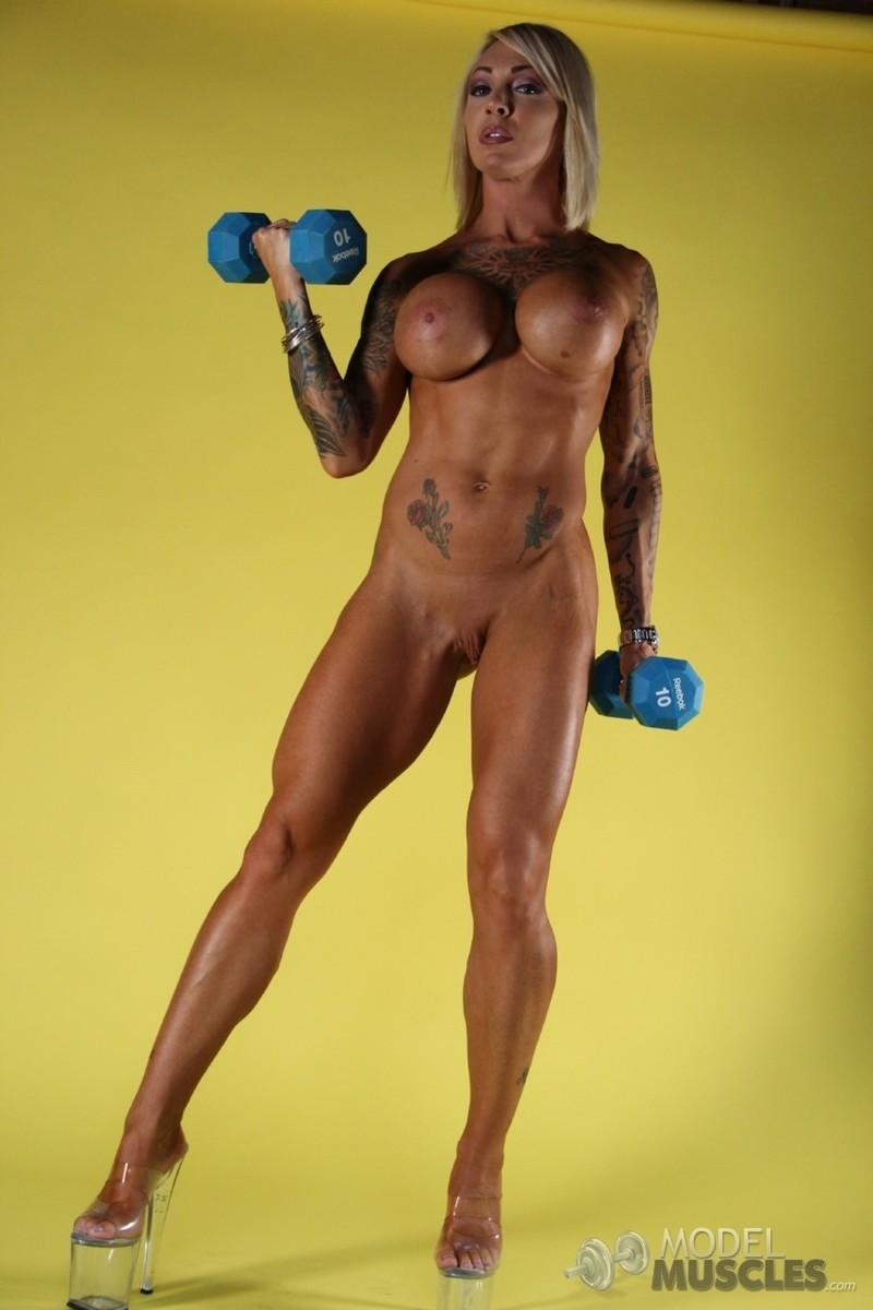 Мускулистые голые девушки