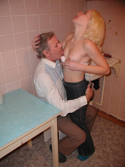 Групповой домашний секс со зрелой порно актрисой Lisa Ann ...